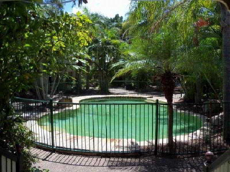 Pool Nomads Hervey Bay Backpackers