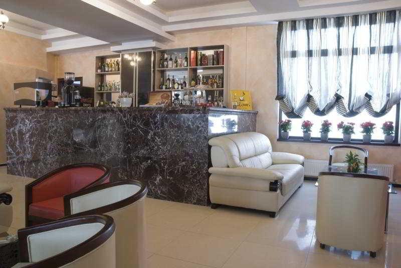 Wallis - Hotel - 0