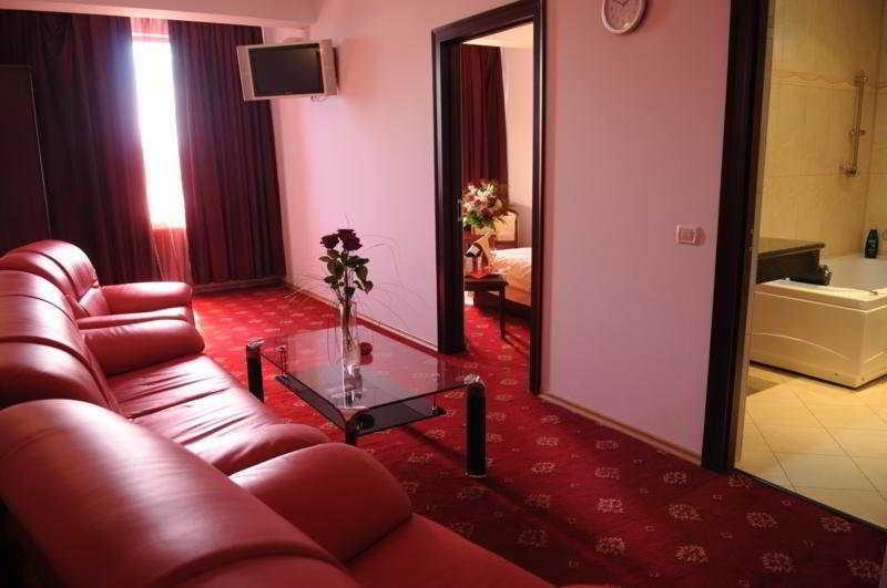 Wallis - Hotel - 10
