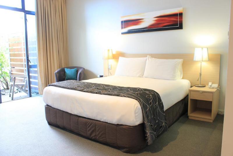 Room Waves Motel