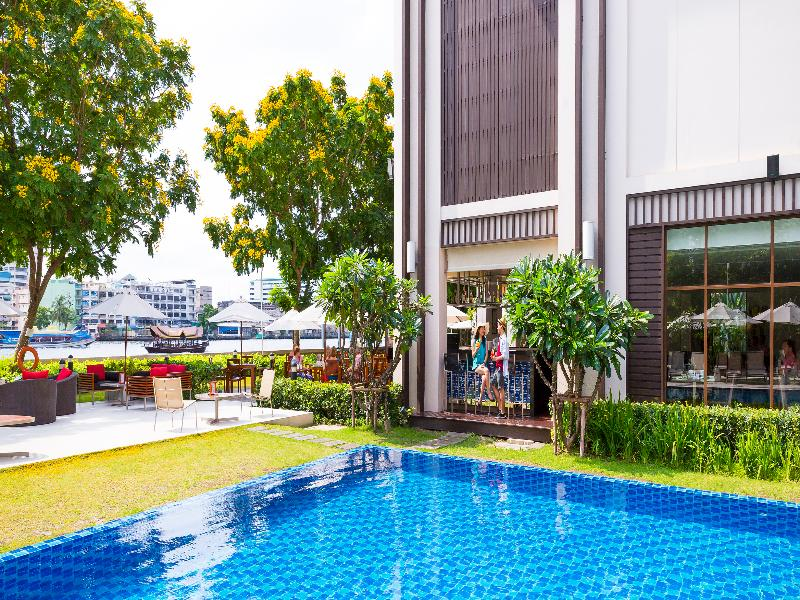 Pool Ibis Bangkok Riverside