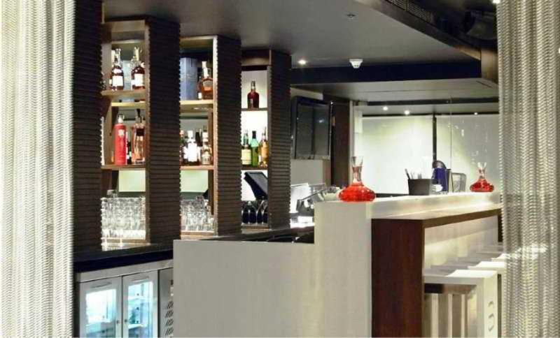 The Chamber Towers Penthouses - Bar - 2