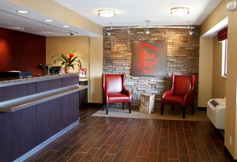 Lobby Red Roof Inn Asheville West
