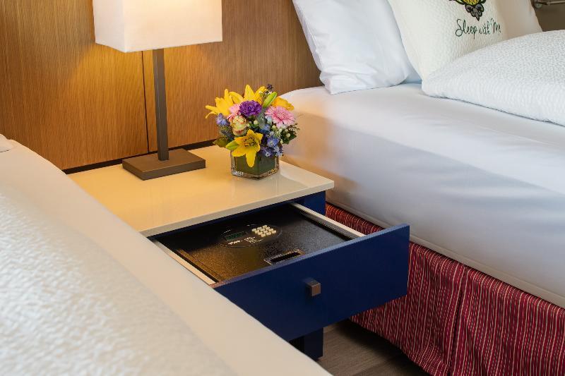 Room Staypineapple At Hotel Rose