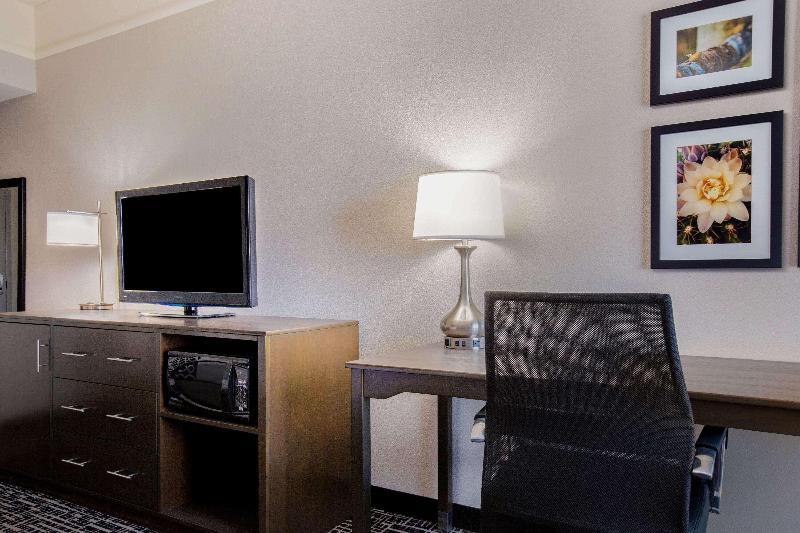 La Quinta Inn & Suites Mission at West McAllen - Room - 0