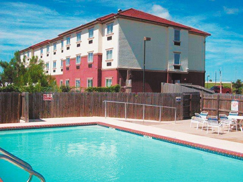 La Quinta Inn Brownsville - Olmito - Pool - 2