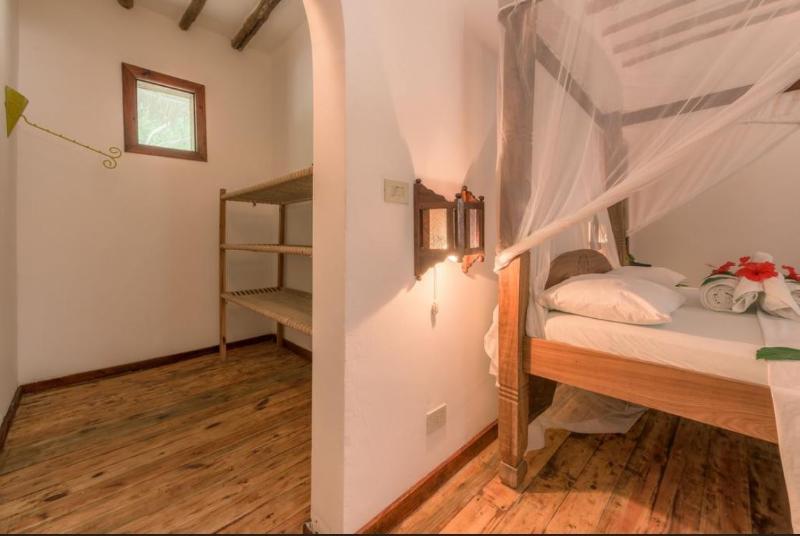 Room Hakuna Majiwe