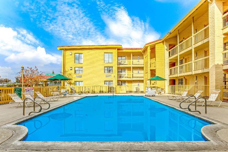 La Quinta Sacramento North - Pool - 2
