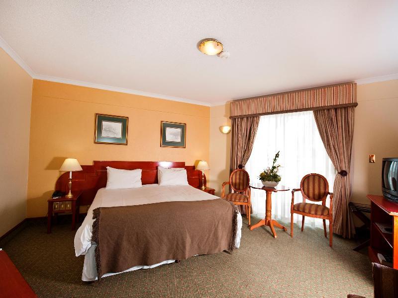 Room Protea Hotel Windhoek Fürstenhof