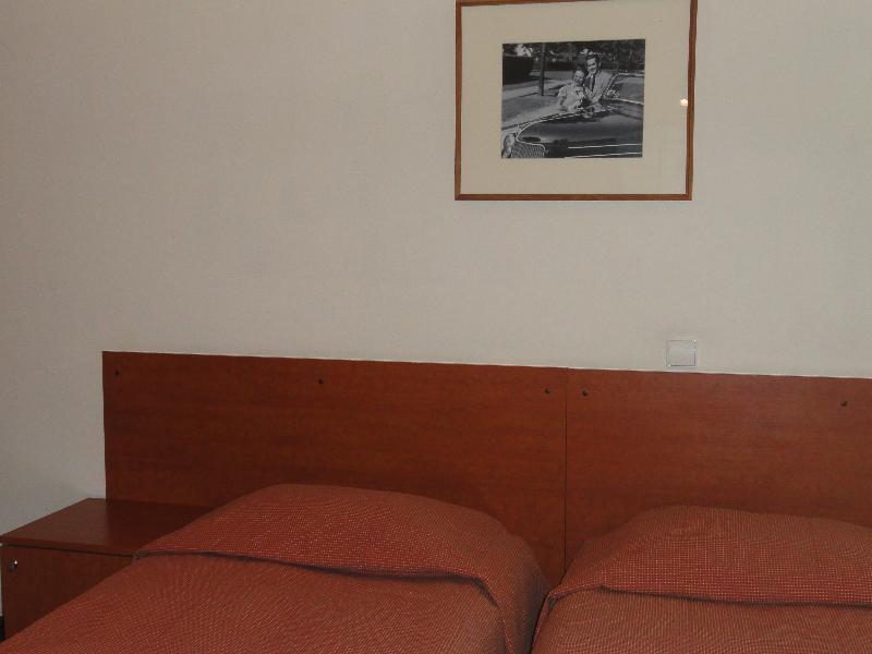 Room Rinaldi Art