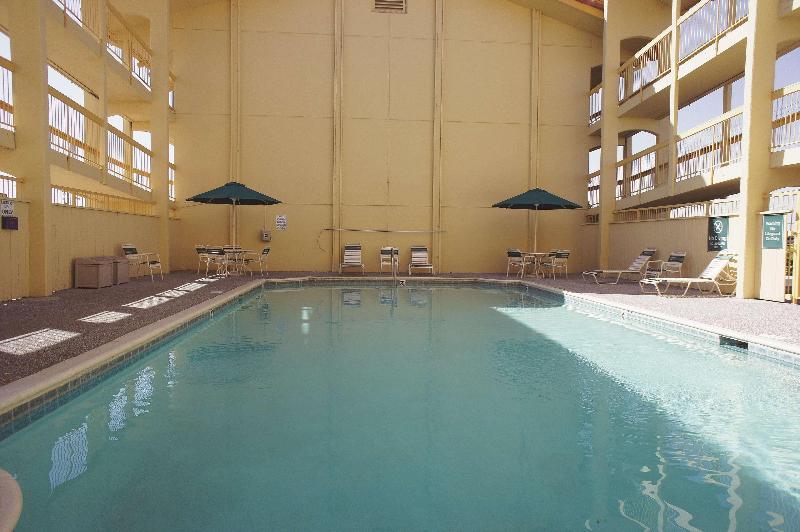 La Quinta Albuquerque Airport - Pool - 1