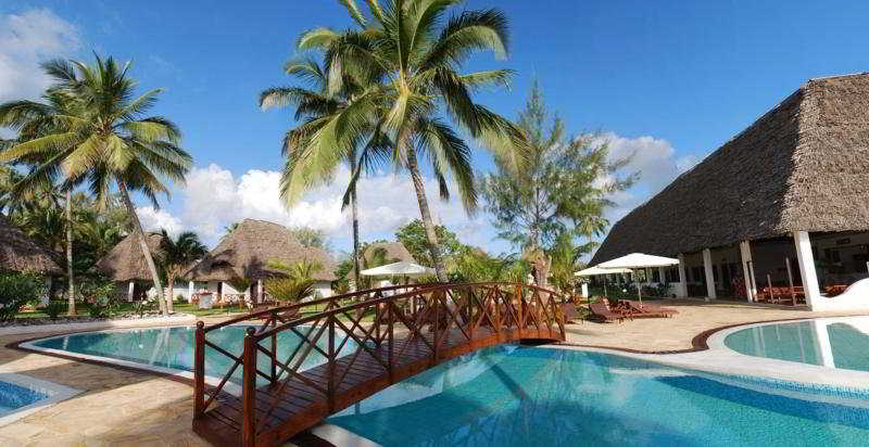 Pool Uroa Bay Beach Resort