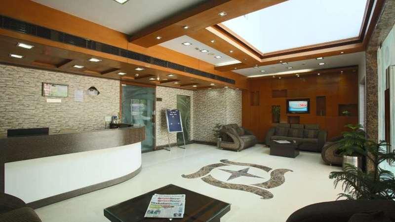 Lobby Emblem Hotel Gurgaon