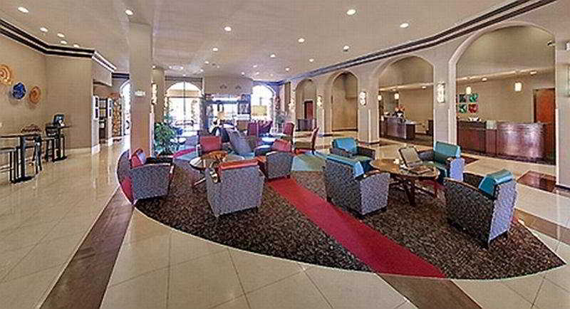 Lobby Wyndham El Paso Airport And Water Park