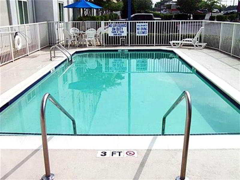 Pool Motel 6-charlotte Carowinds