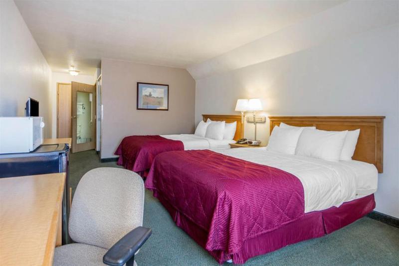 Clarion Hotel - Hotel - 1
