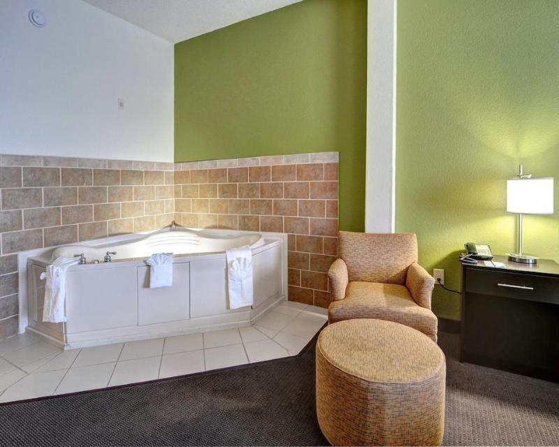 Sleep Inn & Suites - Hotel - 1