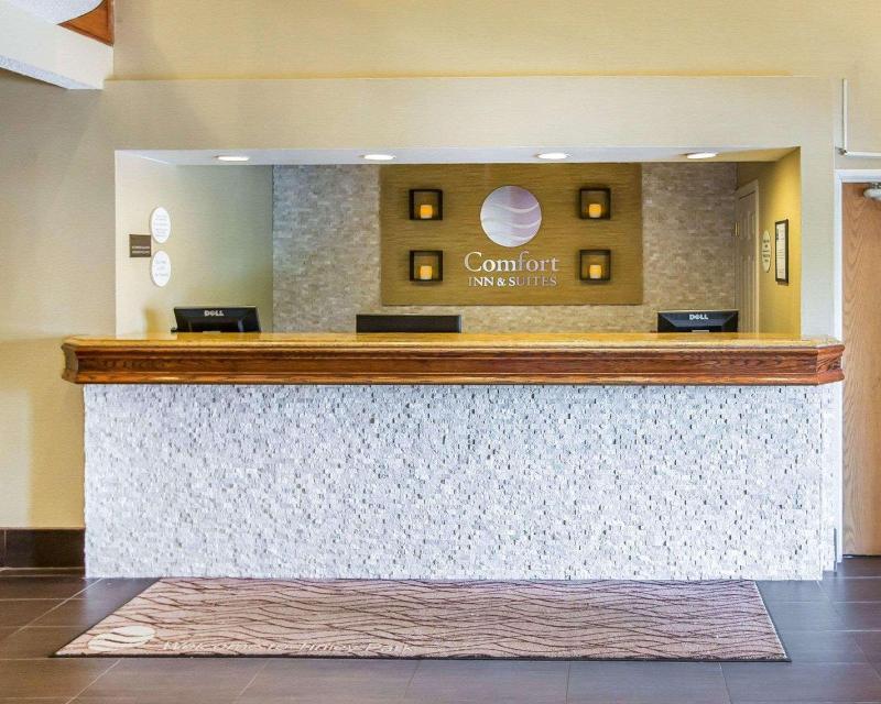 Lobby Comfort Suites