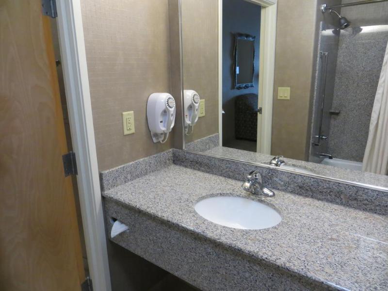 Comfort Suites - Hotel - 2