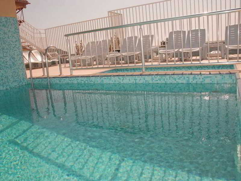 Pool Sailorson Apart