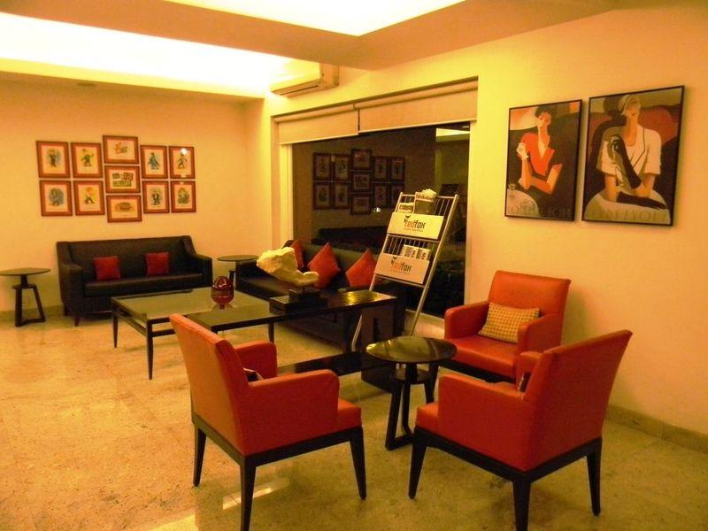 Bar Red Fox Hotel East Delhi