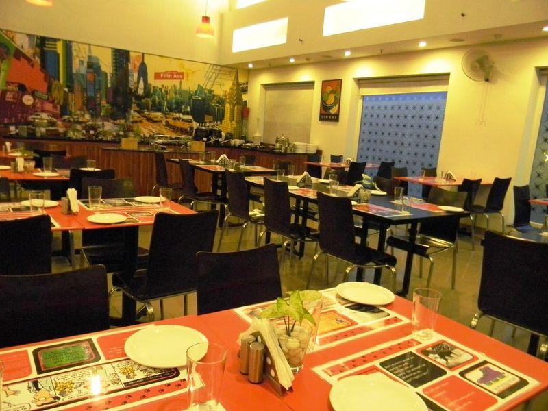 Restaurant Red Fox Hotel East Delhi