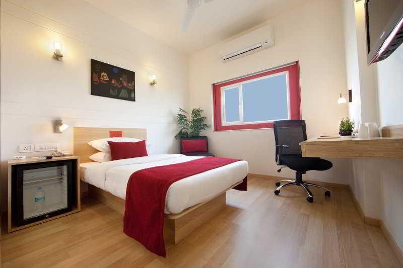 Room Red Fox Hotel East Delhi