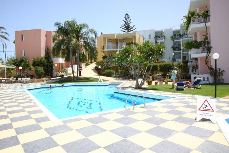 Bellos Hotel Apartment - Pool - 10