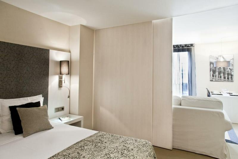 Up Suites Barcelona - Room - 8