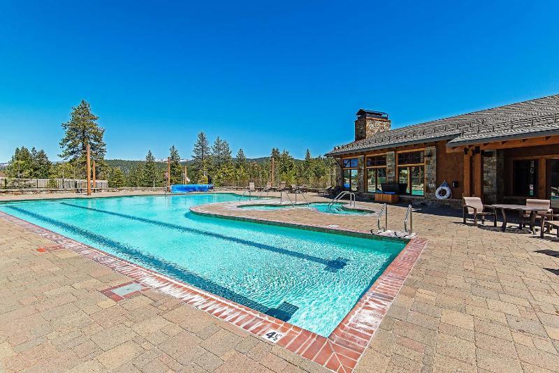 Pool Iron Horse Lodge