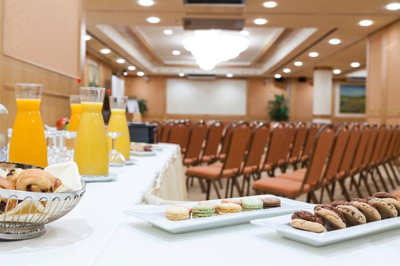 Conferences Le Chatelain Hotel