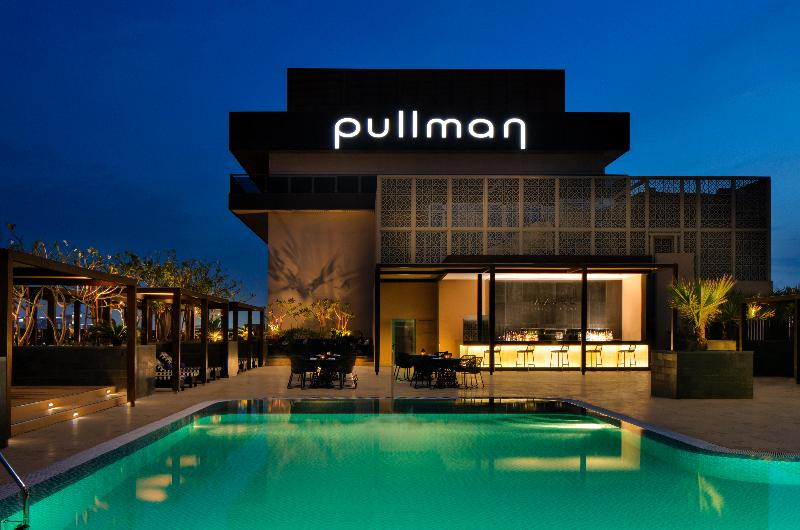 Pool Pullman Dubai Creek City Centre