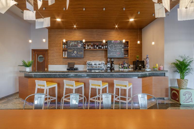 Bar Tryp Santiago Hotel