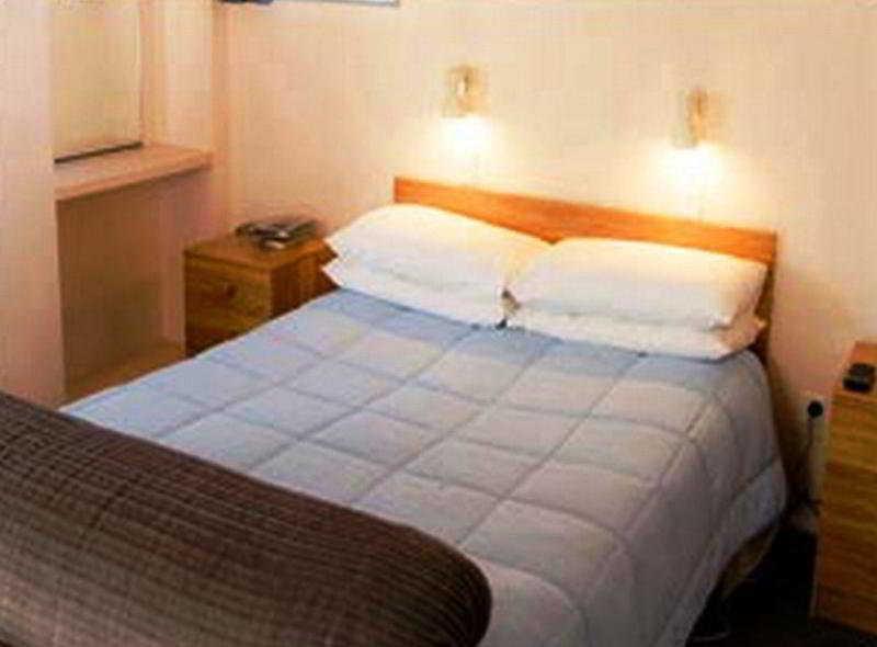 Room 747 Motel Wellington