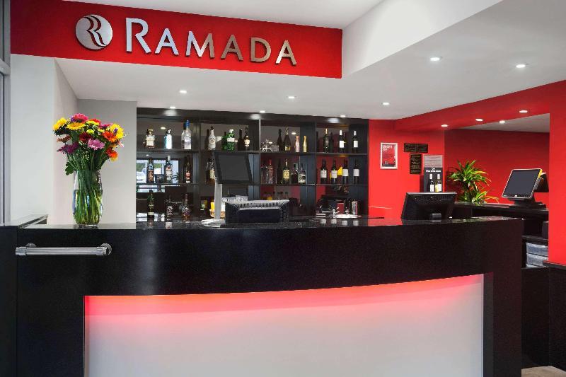 Lobby Ramada South Mimms M25