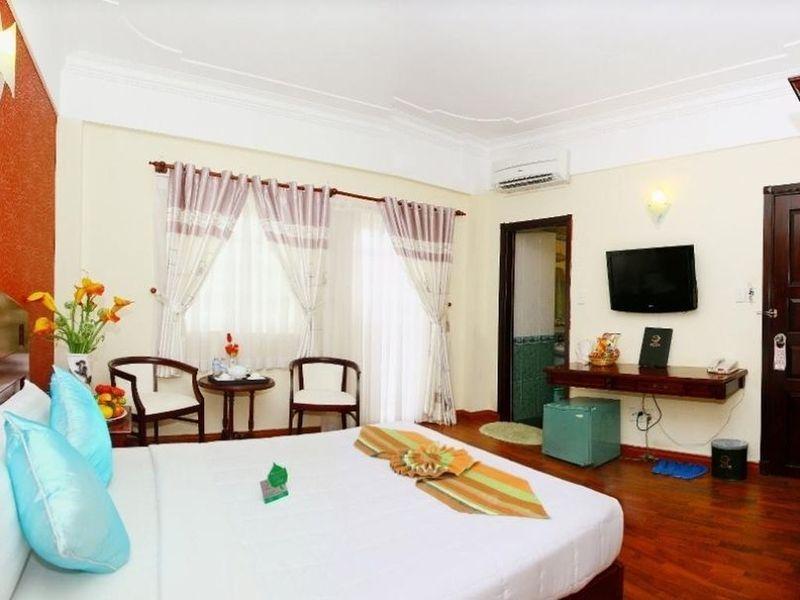 Khách Sạn Universe Central Sài Gòn