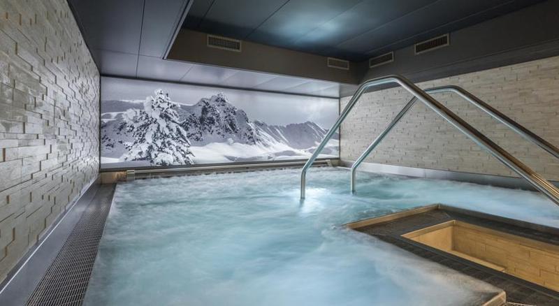 Pool Hotel Seehof Davos