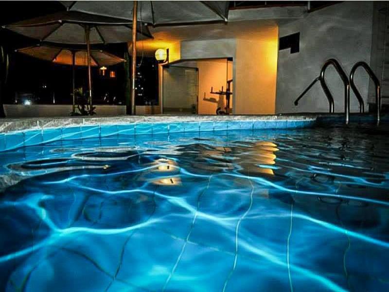 Pool Embajadores Hotel