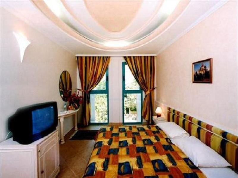 Room Tghat