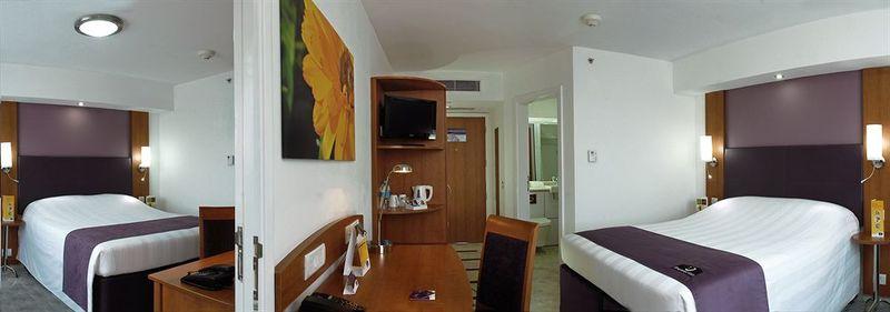 Room Caspia Hotel New Delhi Shalimar Bagh