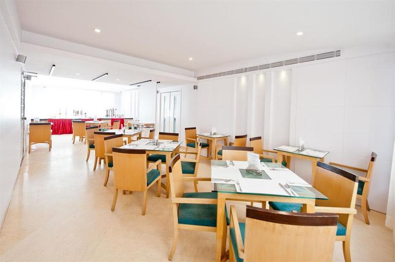 Restaurant The Basil Ikon Hotel Indiranagar