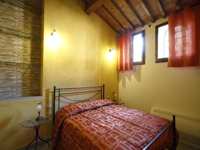 Cheap holidays to b b villino il leone florence for Florence appart hotel