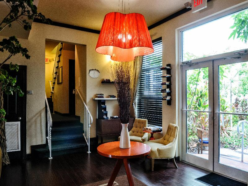 Lobby Tradewinds Apartment Hotel