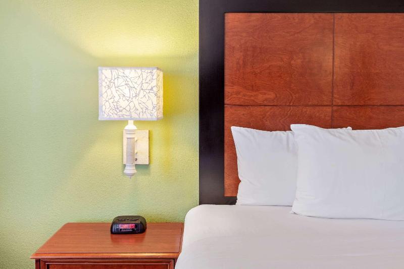 Room La Quinta Inn & Suites Ciudad Juarez Near Us