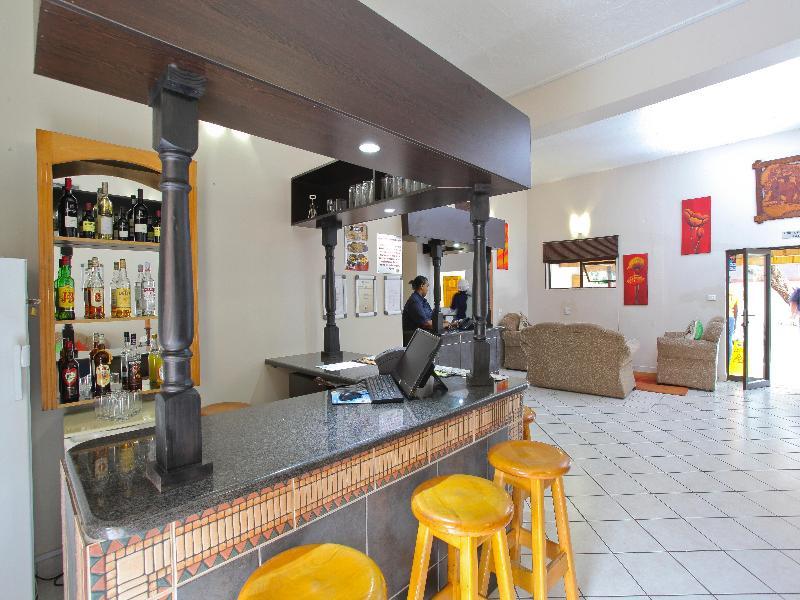Bar Elephant Lake Inn