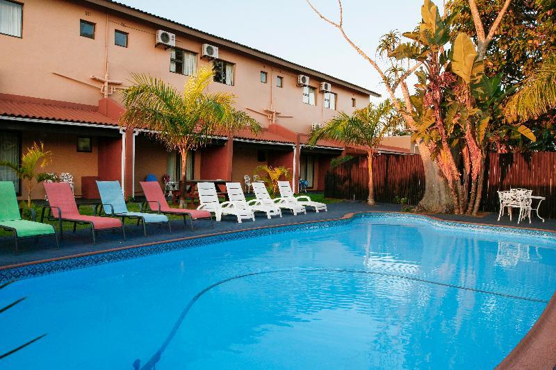 Pool Elephant Lake Inn