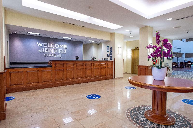 Lobby Hampton Inn & Suites Rockville Centre