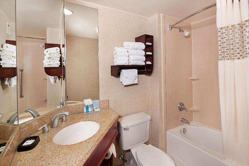 Room Hampton Inn Long Island Islandia