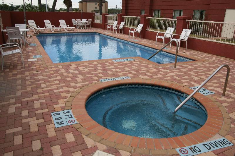 Pool Hampton Inn And Suites Brownsville