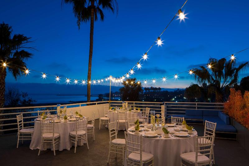 Restaurant Doubletree Suites By Hilton Hotel Doheny Beach